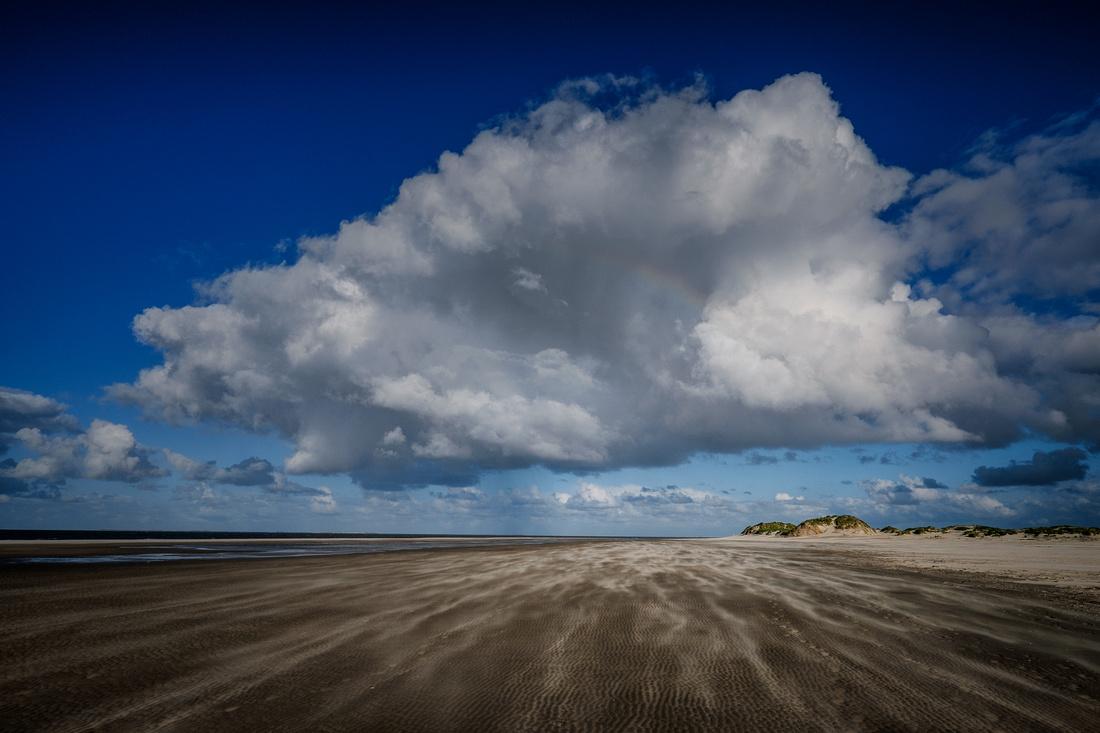Strand und Wolken III